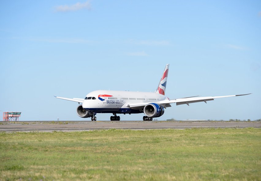 787-landing-manston-airport